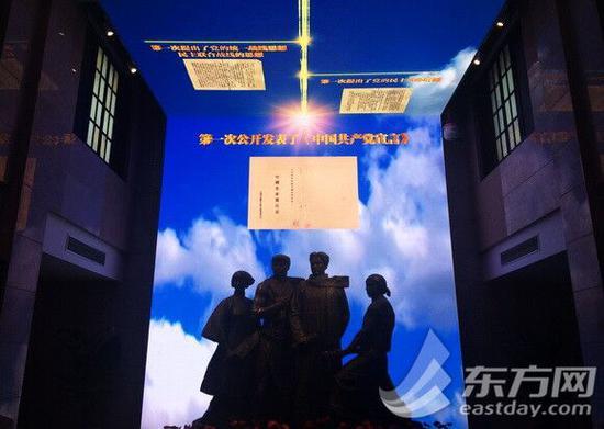 图片说明:LED顶幕折屏,多媒体表现方式使展厅色彩明丽