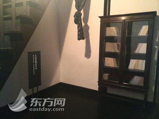图片说明:不到十平方米的书房也是人民出版社旧址