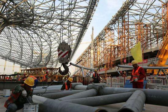 北京新机场航站楼钢结构封顶 施工难度世界之