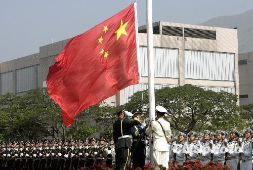 驻港部队升旗仪式(资料图)