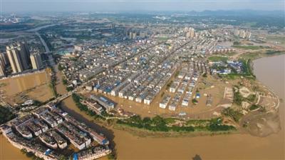 7月2日,从高空300米处俯瞰宁乡大部分城区浸泡在水中。