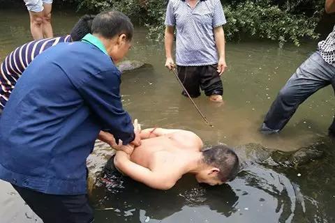 ▲嫌犯被抓获现场。受访者供图