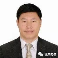 男,汉族,1962年10月出生,吉林九台人,2007年加入九三学社,物理化学家,北京大学教授。