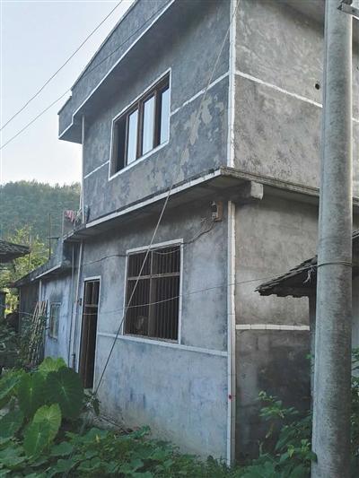 红溪村姚常凤家,他的母亲跟继父住在这里。新京报记者 王鹏程 摄