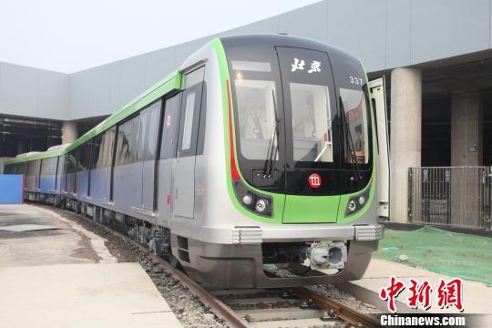 资料图。北京首列8A型列车亮相。杜燕摄