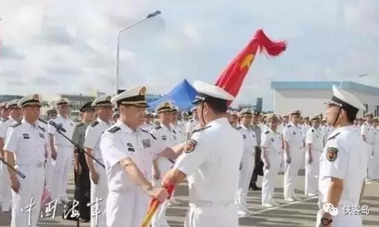 7月11日,在广东湛江军港,海军司令员沈金龙宣布中央军委关于正式组建驻吉布提保障基地组建命令,并授予军旗。