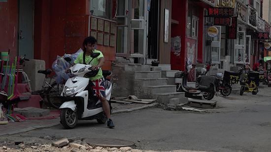 赵金龙居住的营盘小区街道。