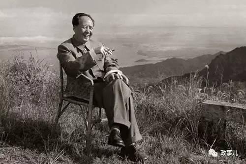 毛泽东在庐山(1961年摄)