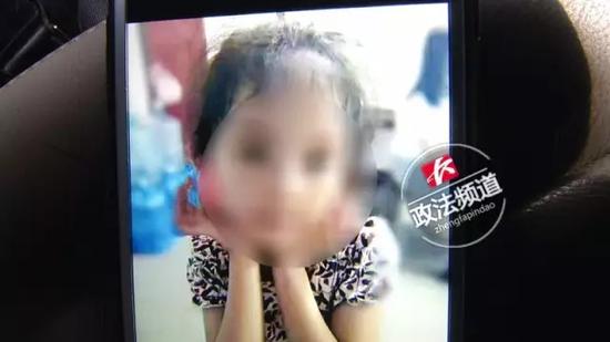 8岁女童独自在出租屋内