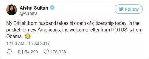 不仅如此,当天一起宣誓入籍的新公民中,有200多人都收到了由奥巴马签名的祝贺信。