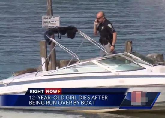 事发后,美国警员登快艇检查