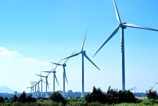 图为福建莆田市忠家声电厂风力发电设备一角。新华社记者张国俊摄