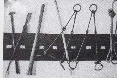 """大连金州""""日本军队医院""""日军残害中国劳工的部分刑具(资料照片)"""