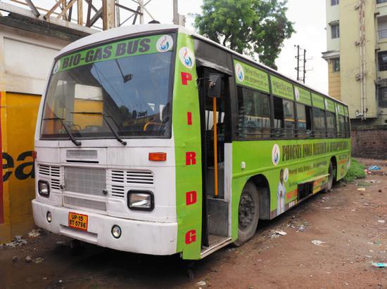 以牛粪为燃料的巴士(图源:朝日新闻)