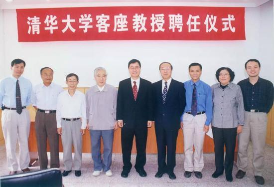 ▲王康隆受聘为清华大学微电子学研究所客座教授。