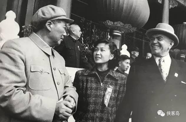 丁永宁在国庆5周年时,担任毛主席翻译