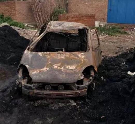 车辆被彻底烧毁