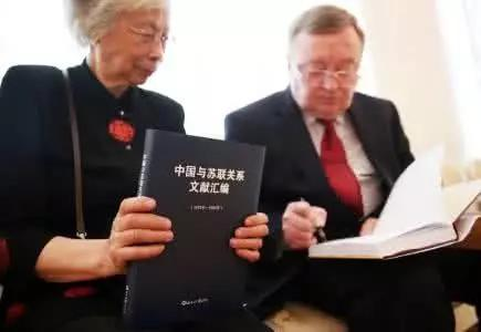 △吴筱秋(左)