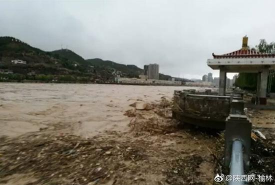 陕西榆林发溃坝预警:水库漫溢 立即撤离群众