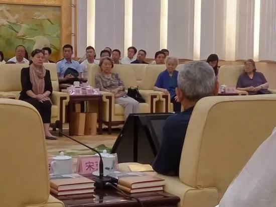 从右至左,毛泽东之女李敏、刘少奇之女刘爱琴、周恩来侄女周秉德