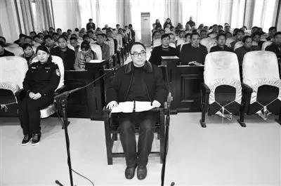 △ 沿河县原县委常委、副县长黄勇庭审现场