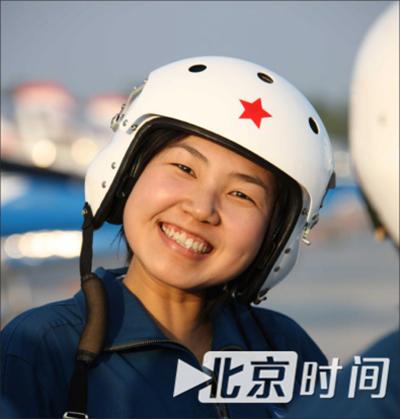 王建民对这个女飞行员最深的印象,就是她永远保持的笑容。资料图