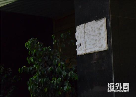 当天19时,总领馆遭枪击的门牌已取下,现场已恢复秩序。(周杰/摄)
