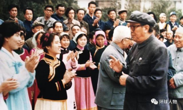新中国成立后,乌兰夫长期负责民族工作。
