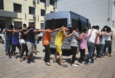昨日,天津市静海区打击非法传销专业队分三组查处传销窝点,清理了一些传销人员。