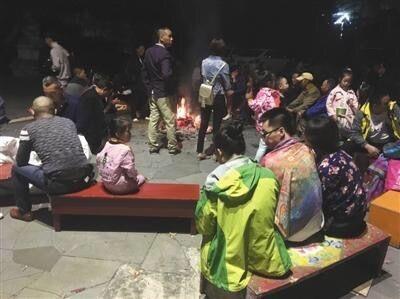 ⑤南京5352名游客在九寨沟地震震区 目前1名游客受轻伤