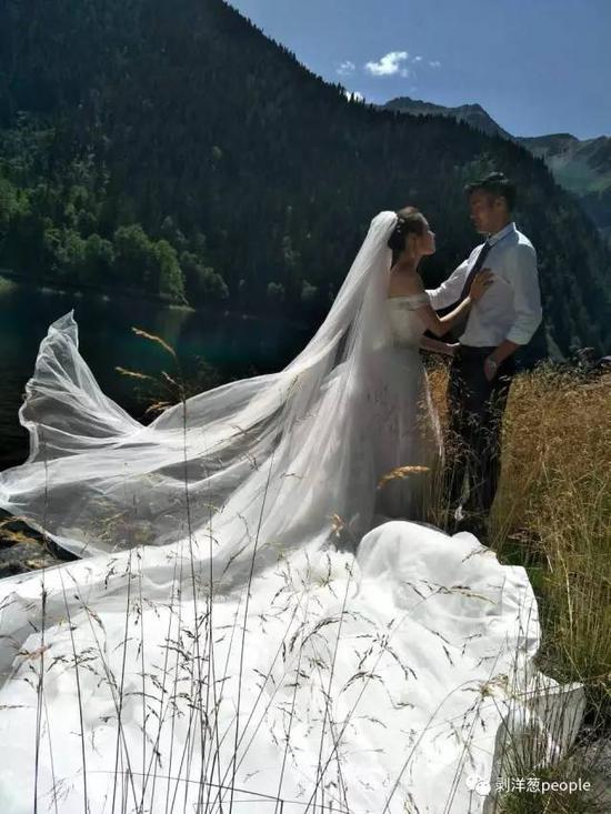 林希幔和未婚夫来九寨沟拍婚纱照,遇到地动。受访者供图