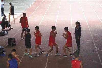 孩子们在阿坝州马尔康场馆训练。曹宗文 姜胜南 摄