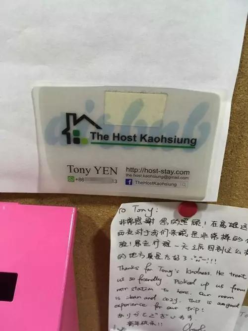 游客贴在民宿墙上留言感谢房东。
