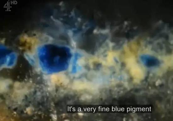 显微镜下的蓝色颜料
