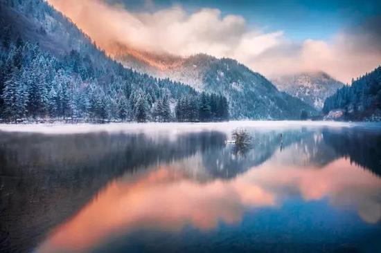 早期冰川形成的湖泊