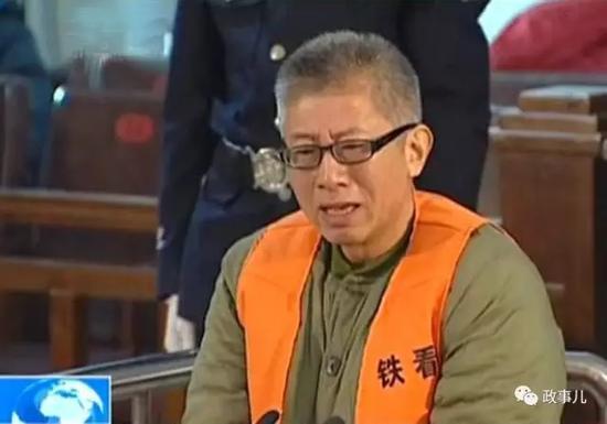 同年4月,李冬生因受贿罪、贪污罪,被判处有期徒刑9年,并处没收产业人民币10万元。后两人都被关押在司法部燕城牢狱服刑。