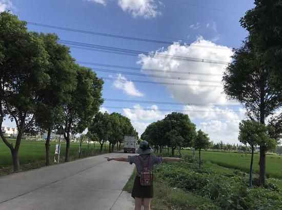 旅行中的朱燕(图片由本人提供)