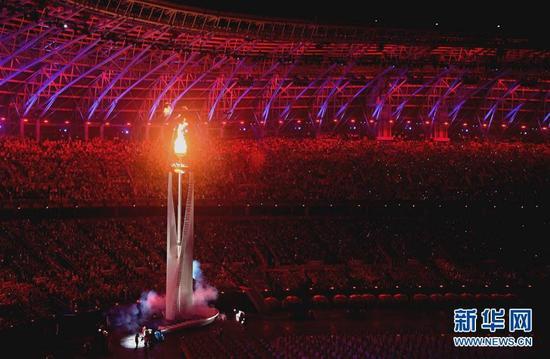 8月27日,第十三届全国运动会开幕式在天津奥林匹克中心体育场举行。这是主火炬被点燃。新华社记者赵戈摄