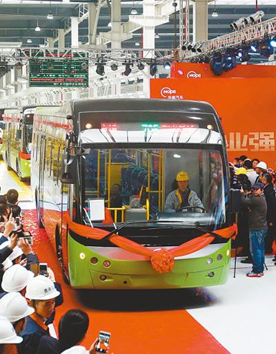 广西华奥新动力汽车下线投放市场。 樊超龙摄