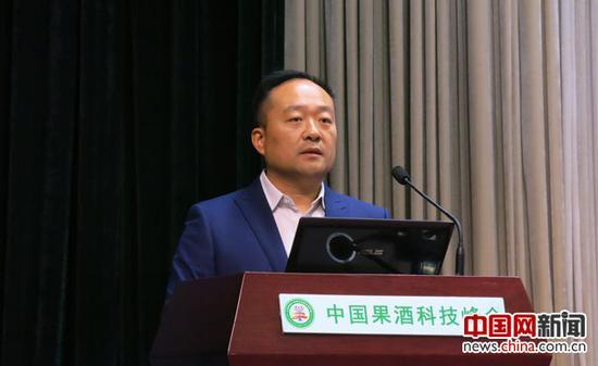 互联网品牌营销专家潇��发言。中国网记者 张艳玲 摄