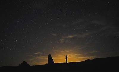 7月30日,冷湖行政委员会俄博梁独立自然区内,夜晚满天繁星。
