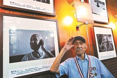 2015年,董济民参加抗战老兵肖像展