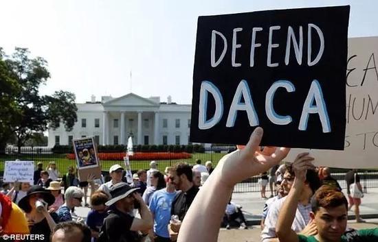 ▲白宫门前的示威者(图片来源:AP/Getty Images)
