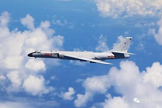 中国空军轰-6k飞机远洋训练.王磊 摄