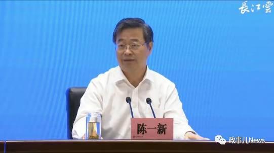 """""""政事儿""""(微信ID:xjbzse)注意到,之前8月份,武汉市提拔重用的108位""""狮子型""""厅局级干部,已全部到位。"""