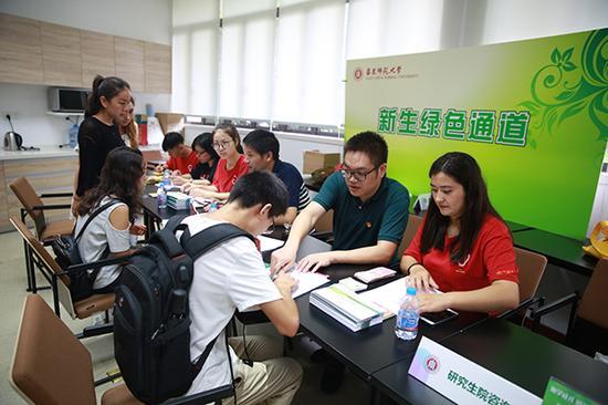 9月10日,华东师范大学新生绿色通道。校方供图