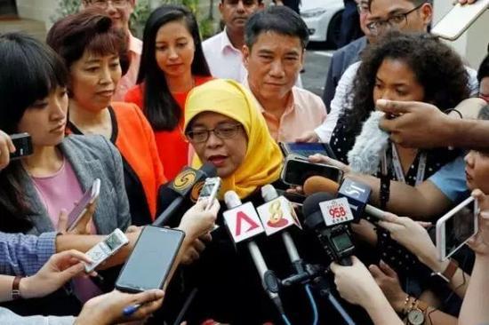 当然了,对新加坡民众来说,没法在9月23号那天去投票(原定有多位总统候选人的投票日),还是挺失望的。