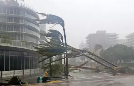 美飓风下华人的36小时逃亡:10个加油站9个没油