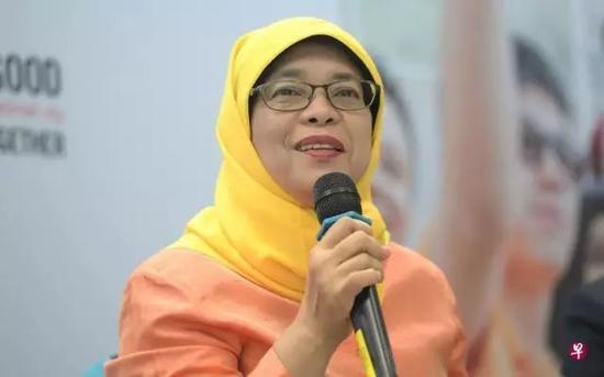 """明天,只要哈莉玛到制定地点提交相关资料,不出意外的话,她将在没有对手的情况下""""不战而胜"""",成为新加坡史上首位女总统。"""