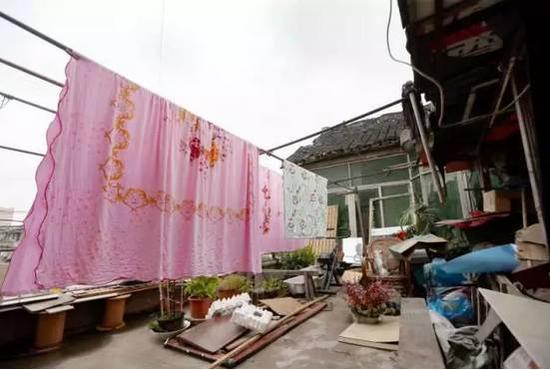 实际上,针对老张家的其他部分诉求,街道动迁办也争取进行了一定程度的融通解决。
